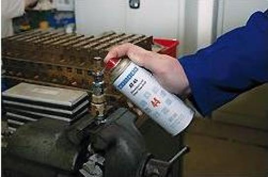 Spray lubrifiant AT-44 de la Emco Star Srl