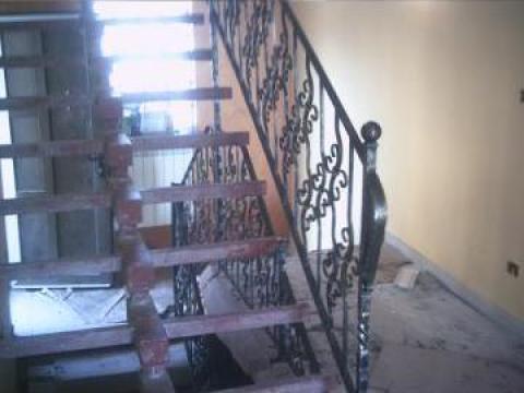 Scara interioara cu balustrada fier forjat