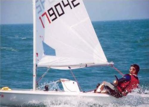 Lectii manevra ambarcatiunilor cu vele de la Sc Wind Hunters Srl