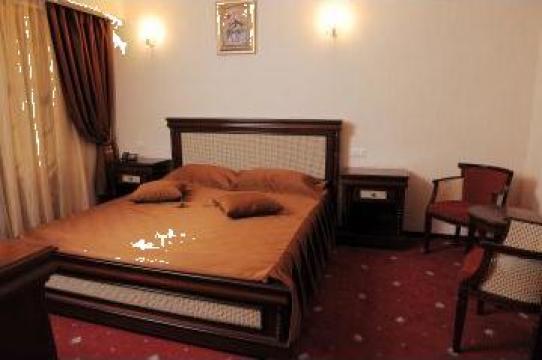 Cuverturi de pat accesorizate de la Brod Ank Srl.