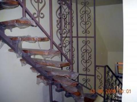 Scara interioara cu balustrada ornamentala
