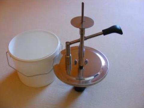 Dispozitiv pentru injectat cornuri si gogosi de la Top 59 Serv Srl