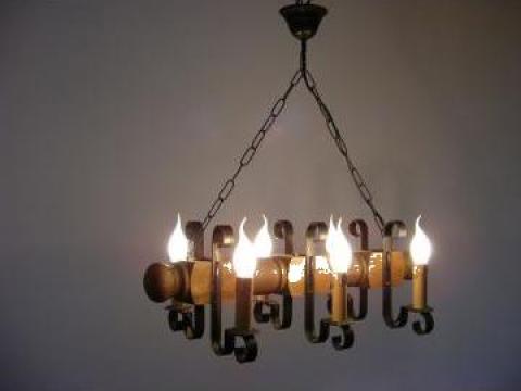 Lustra 6 becuri lemn antic Rustic Lum de la Exodus Lighting Srl