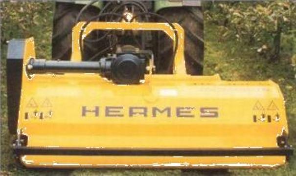Masina de tuns iarba printe randuri Castor de la Metex Imp Srl.