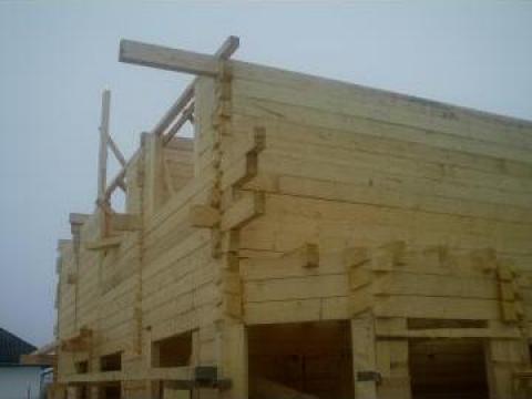 Casa de lemn imbinare coada de randunica din lemn barna