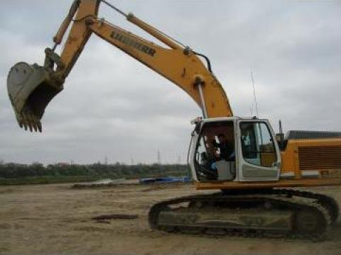 Excavator pe senile Liebherr de la Olimpa Invest