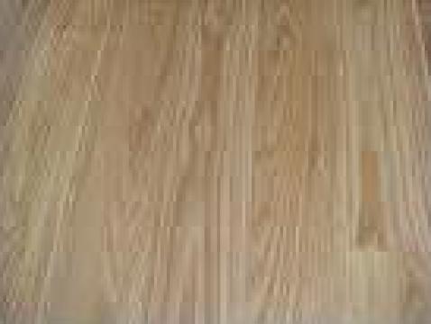 Dusumea din lemn de frasin de la Sc Pamat Prod Srl