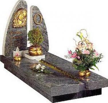 Monumente funerare din granit de la Margran-nico