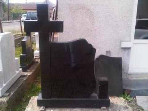 Monument funerar andezit negru de la C. I. Alex Srl