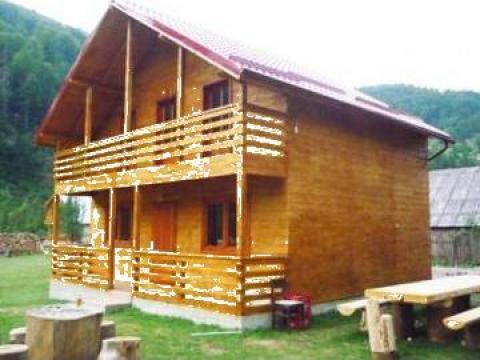Cabane de lemn de la Marcosti