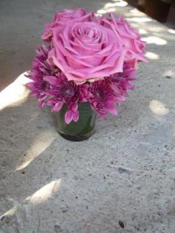 Aranjament floral trandafiri si crizanteme de la Evenisar
