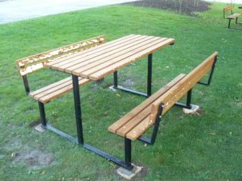 Bancute din lemn cu masa pentru gradini si parcuri de la Mof Industries Srl.