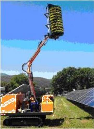 Curatator autonom de panouri solare F1750C de la Metex Imp Srl.