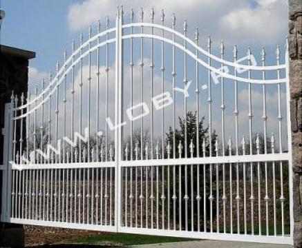 Poarta din fier forjat clasic de la Loby Design