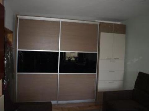 Dulap dormitor glisant de la Prisma Design Team S.R.L.