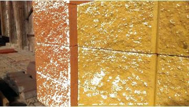 Boltari vibropresati colorati cu ciment alb de la Grama Com S.r.l.