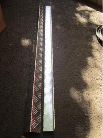 Cornier aluminiu din tabla striata 50x50x2 mm