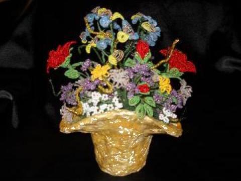 Cos cu flori de la