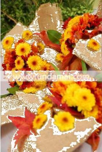 Aranjament floral pentru cristelnita Toamna colorata de la Unda Mai Srl