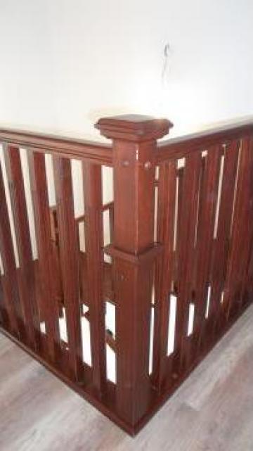 Balustrada moderna din lemn de masiv de la Venbocons Srl