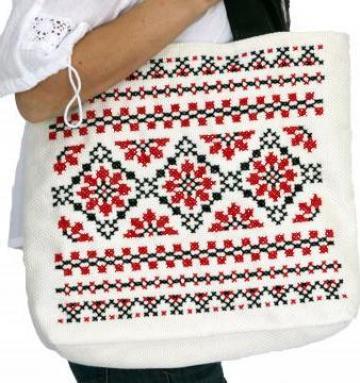 Geanta handmade cu motive traditionale romanesti