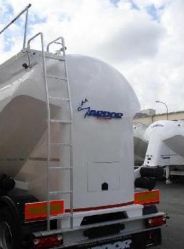 Scara aluminiu acces silo-vehicul de la Ardor Vehicule Industriale Srl.