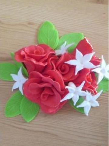 Set decor prajituri trandafiri si flori de ceara de la Tat Agrovest Srl