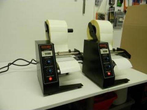 Dispenser automat etichete