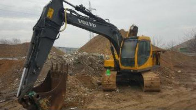 Excavator pe senile Volvo EC140LC de la