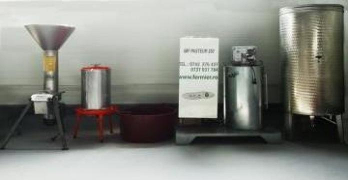 Linie completa procesare suc fructe 700-1500 litri/zi de la Loredo Srl.