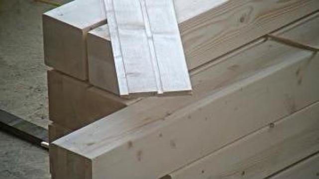 Lambriu din lemn de molid de la Geometrica Srl