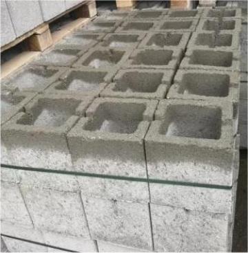 Boltari din beton pentru stalpi 20x20x20 de la Gurgui Jugariu George Pfa