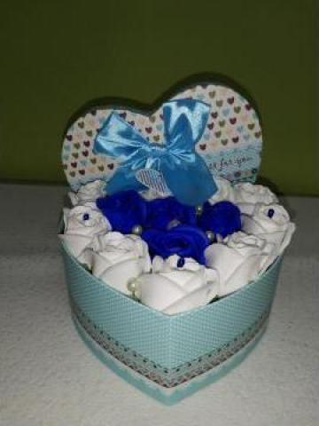 Cadou Cutie inima 13 trandafiri 0097 de la Floraria Stil