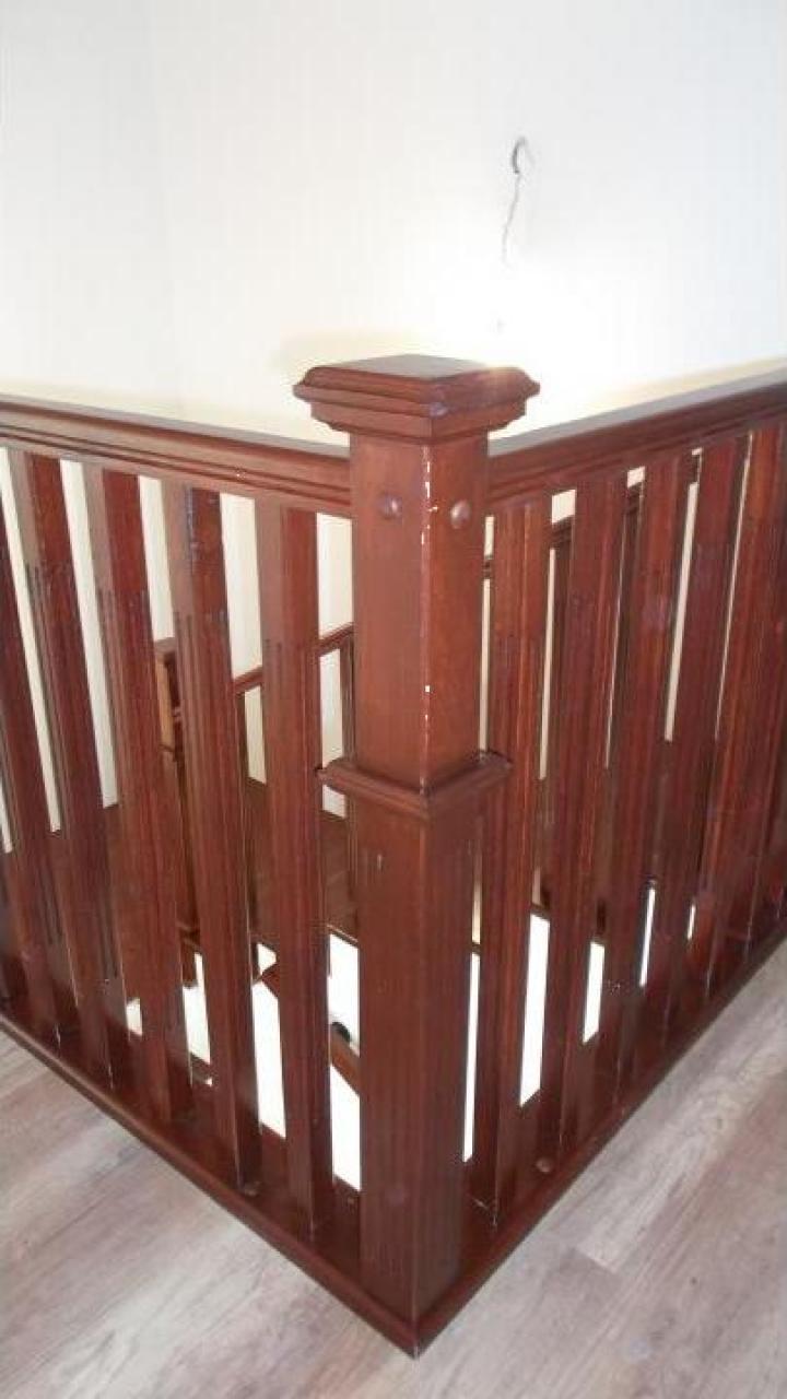 Balustrada moderna din lemn de masiv
