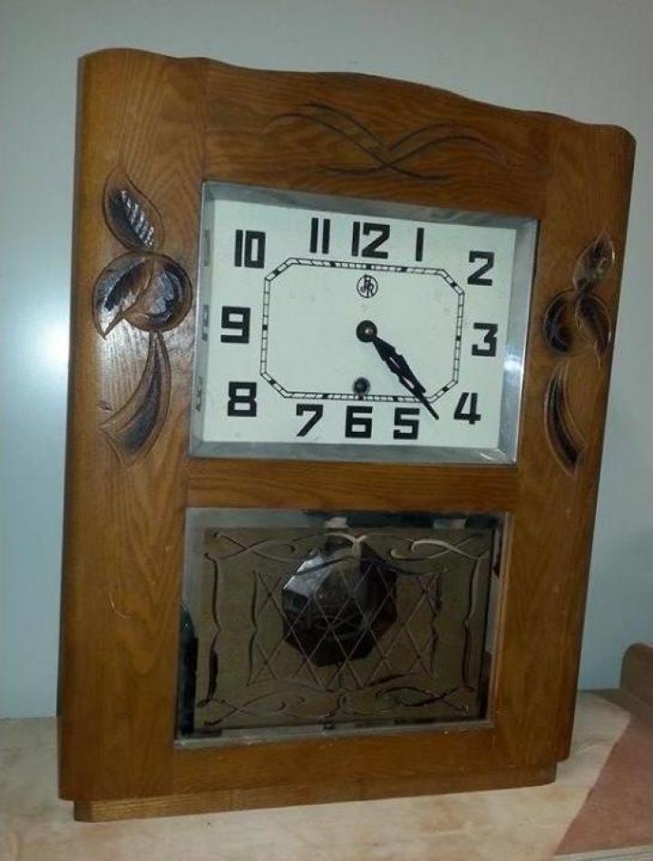 Ceas antic cu pendula din anii 1930, ER001