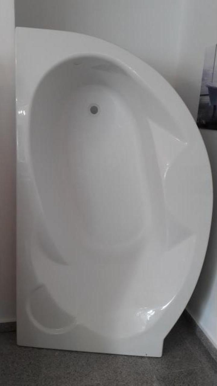 Cada baie colt asimetrica