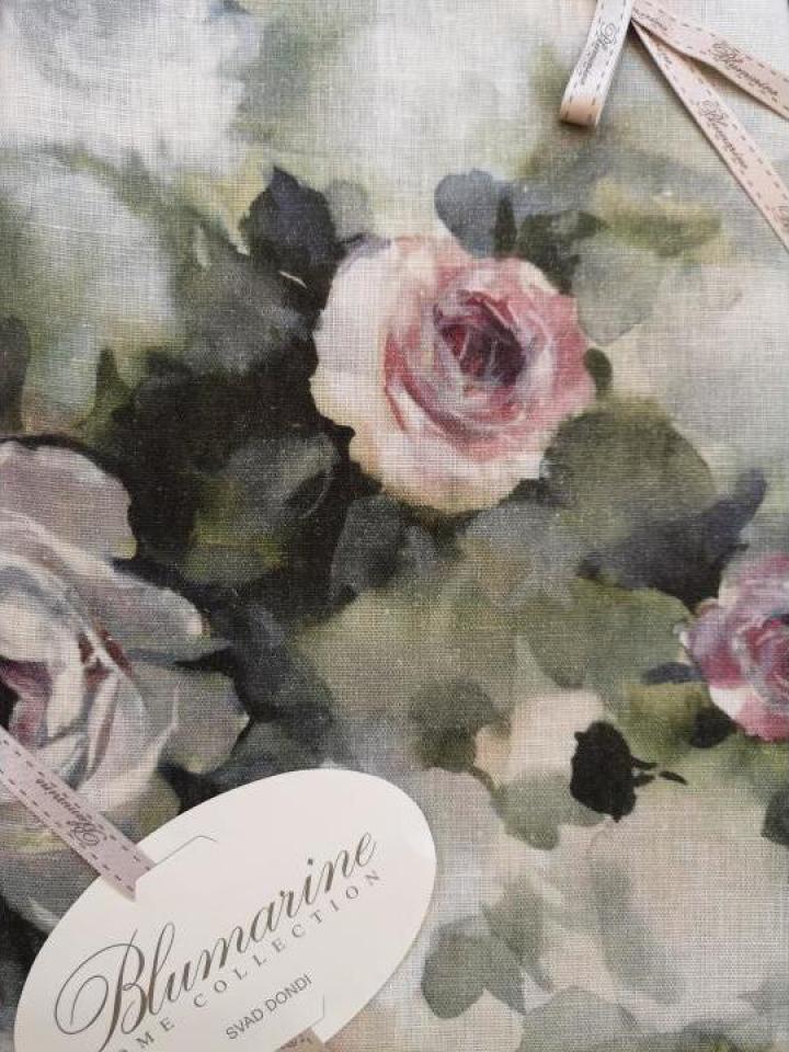 Fata de masa cu print trandafiri de la blumarine
